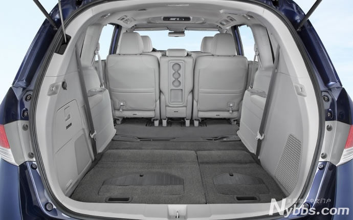 honda-odyssey-interior-floor-space-b.jpg